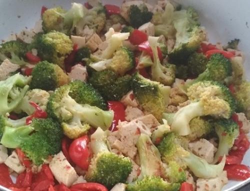 Тофу с броколи и чушка